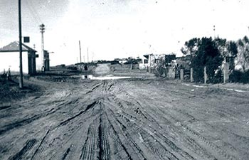Bat-Yam developing, in spite of the riots, Balfour St. in the 1930´s