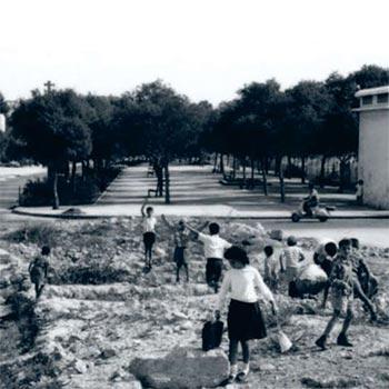 Children playing in Jaffa (1957)